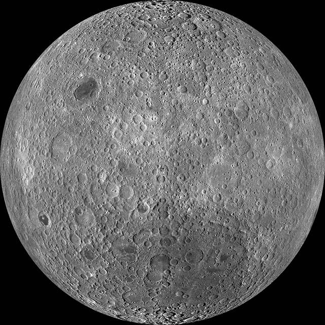 最新の月の裏側の鮮明画像